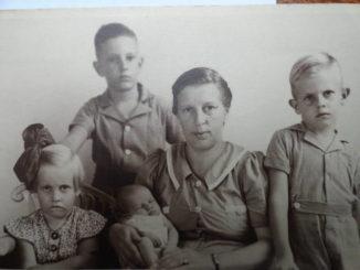 fam.foto juni 1942 (zonder mijn vader)
