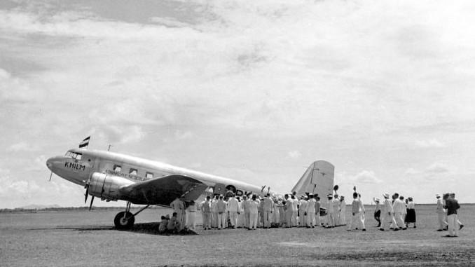 The first KNILM flight to the airfield Oelin near Bandjermasin, Kalimantan
